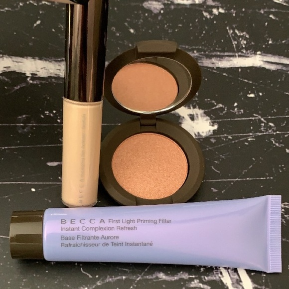 Ignite Liquified Light Face & Body Highlighter by BECCA #22